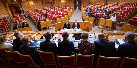 The members of the Riksdag sit side-by-side on the platform in the former Second Chamber. Opposite them sits Prime Minister Stefan Löfven (Social Democratic Party).