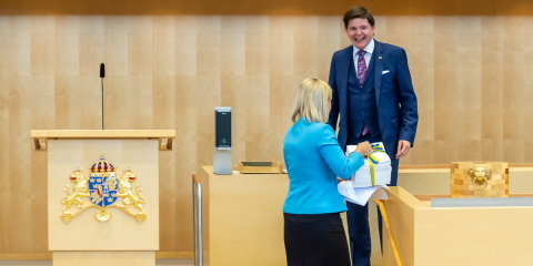 Ahead of the budget debate on 21 September 2020, the Minister for Finance Magdalena Andersson (Social Democratic Party) submitted a copy of the Government's Budget Bill for central government revenues and expenditures for 2021 to the Speaker Andreas Norlén.